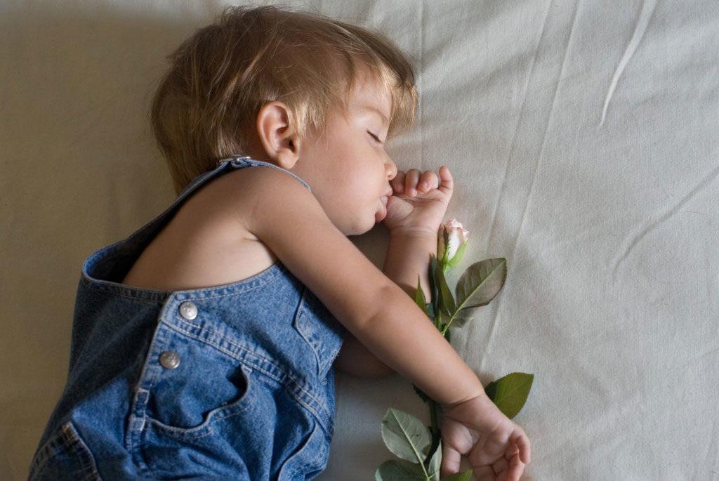 Ninnenanne, libri e parole per addormentare i bambini con cura